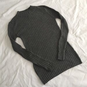 Stretchy Gray Ribbed Turtleneck